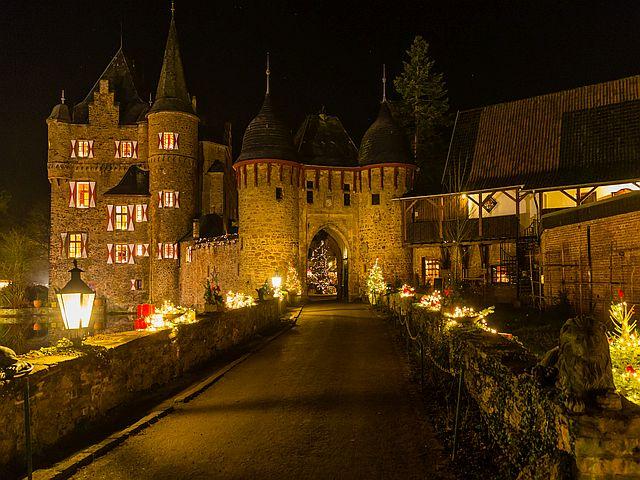 Burgweihnacht bei Köln Burg Satzvey  Mike Göhre 7 - Top-Tipp fürs Wochenende: Burgweihnacht auf der Burg Satzvey