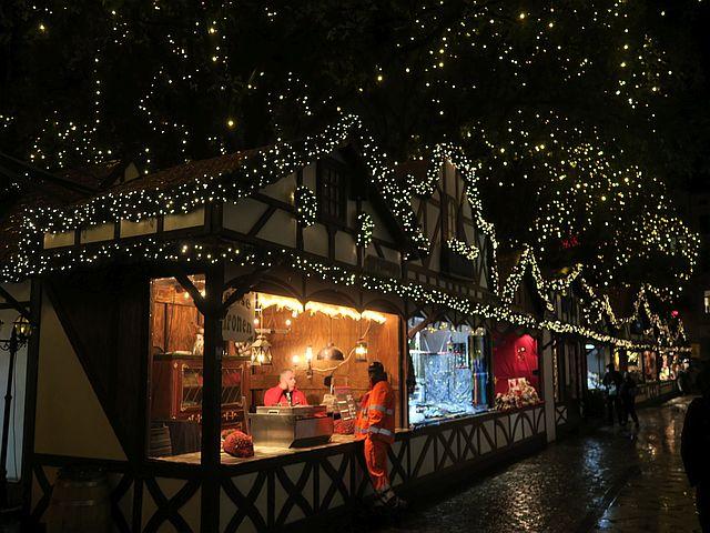 Weihnachtsmarkt Köln mit Familien Nikolausdorf Rudolfplatz12 - Schön für Kinder: das Nikolaushaus im Nikolausdorf