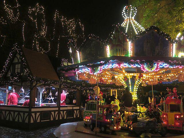 Weihnachtsmarkt Köln mit Familien Nikolausdorf Rudolfplatz13 - Schön für Kinder: das Nikolaushaus im Nikolausdorf
