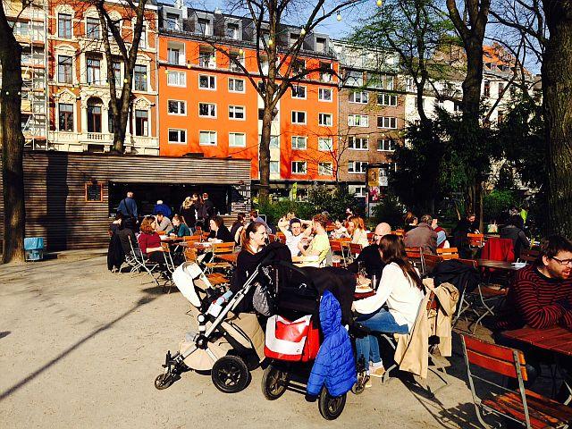 Rathenauplatz Köln mit Kind 1 - Spielplatz mit Wasserspiel am Rathenauplatz