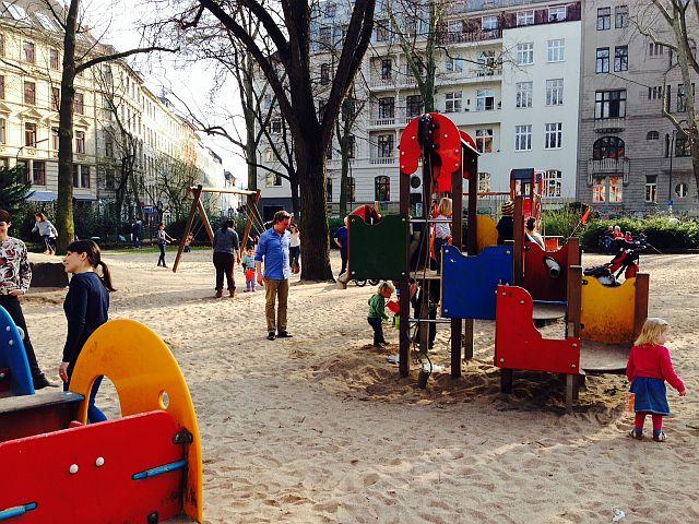 Rathenauplatz Köln mit Kind 4 - Spielplatz mit Wasserspiel am Rathenauplatz