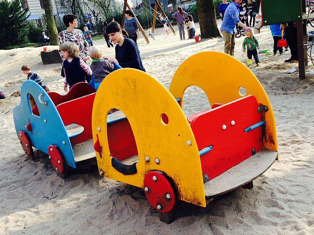 Rathenauplatz Köln mit Kind 7 - Spielplatz mit Wasserspiel am Rathenauplatz