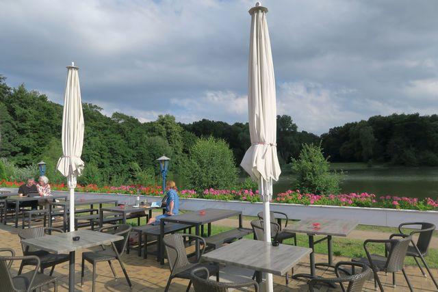 Köln Stadtwald Decksteiner Weiher mit Kind Köln 03 - Decksteiner Weiher für Familien - Wiese, See und Minigolf