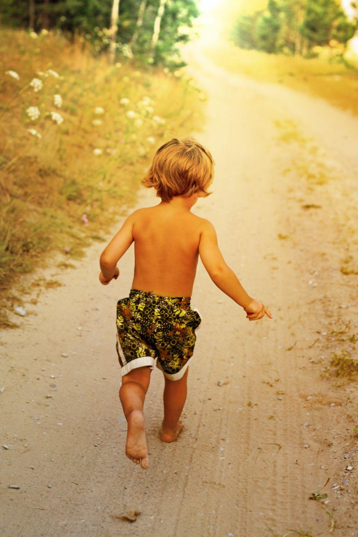 Fotolia 61636500  Anelina klein - Packliste für Sommerurlaub mit Kindern – was gehört in den Koffer?