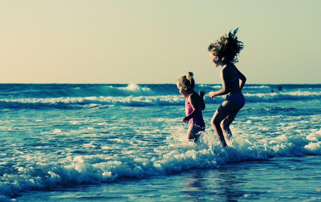 Fotolia 67870021 dubova - Packliste für Sommerurlaub mit Kindern – was gehört in den Koffer?