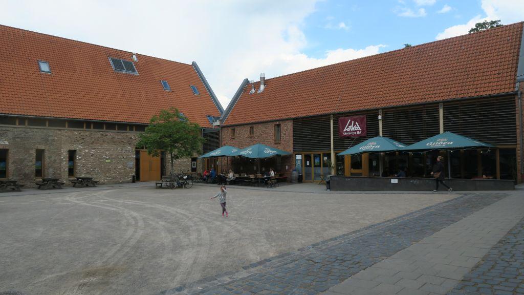 Köln Altenberger Hof Kinderspielplatz 2 klein - Restaurant-Tipp mit Kindern: Altenberger Hof